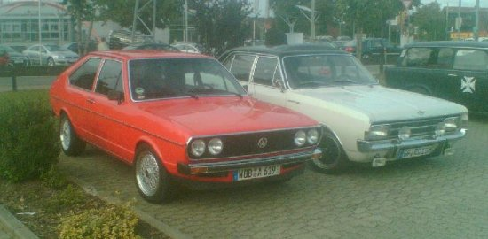 Pre-facelift Passat Type 32. Now that's rare! Oh, and an Opel too, yeah.
